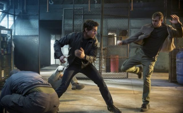 Left to right: Tom Cruise plays Jack Reacher and Gordon Alexander plays Cage Match Goon in Jack Reacher: Never Go Back from Paramount Pictures and Skydance Productions