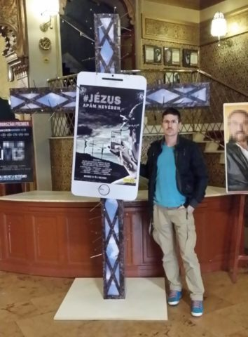 Roczó-Nagy Zoltán rendező és alkotása, a feszületszobor Uránia mozi, 2016. november 4,