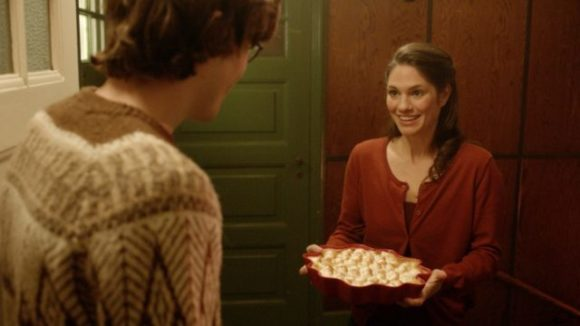 Agnes-with-baked-pie-copyright-tre-vanner-produktion